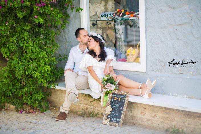 Esin ve Özgür izmir alaçatı Save the Date dış çekim düğün fotoğrafları